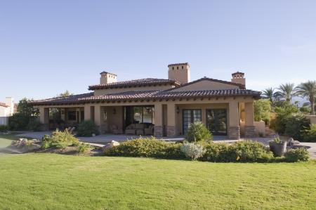 太陽に照らされた庭外装のパーム ・ スプリングスの家庭 写真素材