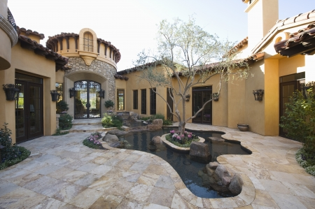 showhome: Paved courtyard garden with pool Palm Springs