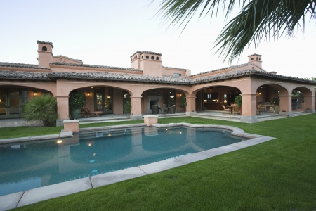 showhome: Swimming pool in grounds of Palm Springs hacienda