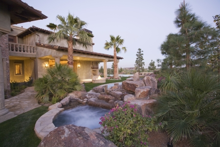 showhome: Palm Springs outdoor jacuzzi and house exterior