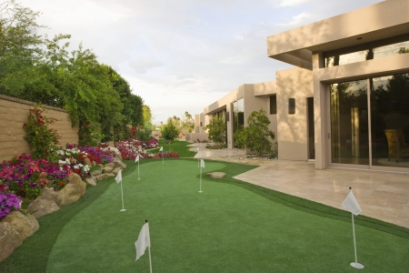 showhome: Mini golf course in Palm Springs garden