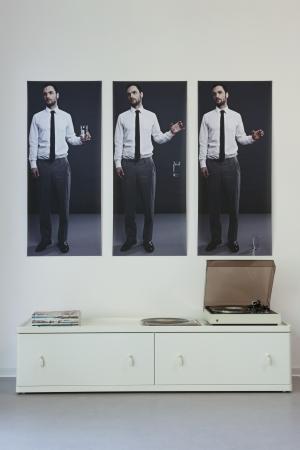 aparador: Triptych acima vitrola no aparador pintado LANG_EVOIMAGES