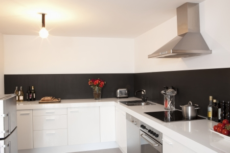 fitted unit: Minimalist kitchen with bare light LANG_EVOIMAGES