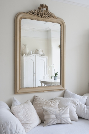 showcase interiors: Framed mirror above daybed with cushions LANG_EVOIMAGES