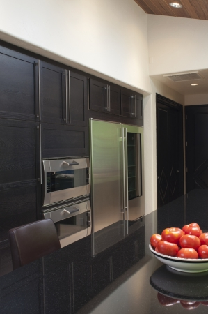 integral oven: Fruitbowl of apples in black gloss kitchen