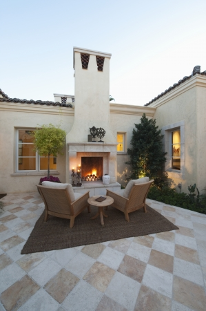 Outdoor room with firepit at dusk Imagens