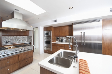 fitted unit: Wood and stainless steel kitchen