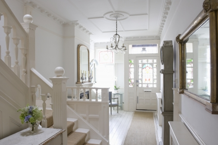 front door: Entrance hall with ceiling rose London LANG_EVOIMAGES
