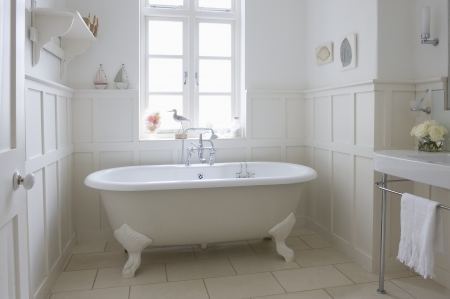 panelled: Freestanding roll top in panelled bathroom London LANG_EVOIMAGES