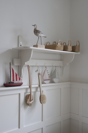 styled interior: Bird statue and baskets on bathroom shelf London LANG_EVOIMAGES