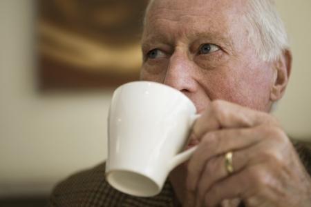 vecchiaia: Uomo anziano tazza del
