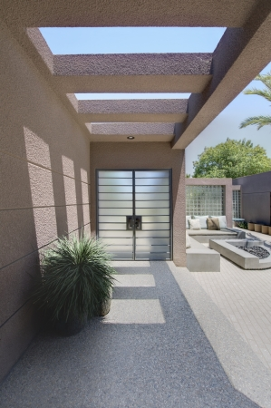 drought    resistant plant: Front entrance with veranda of Californian home LANG_EVOIMAGES
