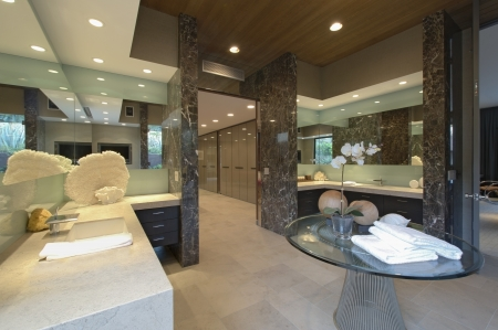 topped: Spacious mirrored bathroom in California home
