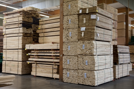 Stacks of plywood piled up in warehouse Imagens - 20741699