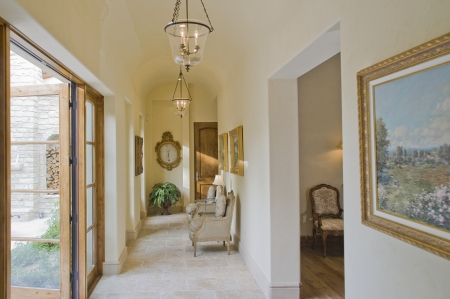 large doors: Hallway with furniture and large open doors LANG_EVOIMAGES