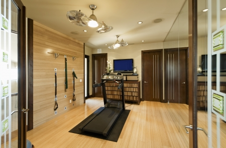 home gym: Interior with gym equipment and wooden floor LANG_EVOIMAGES