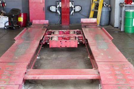 hijsen: Close-up van lege takel in het repareren van garage