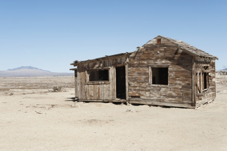 Timber home on arid landscape Stock Photo - 20767234