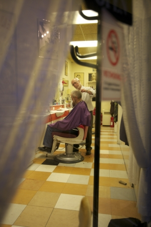 Barber giving a haircut to senior man in salon Stock Photo - 20767413