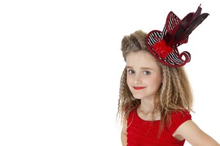 pokrývka hlavy: Portrét školy dívka, která nosí pokrývky hlavy na bílém pozadí