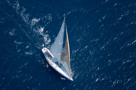 elevated view: Sailboat on Ocean elevated view LANG_EVOIMAGES