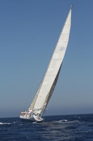 yacht race: Barco de navegaci�n en regata LANG_EVOIMAGES