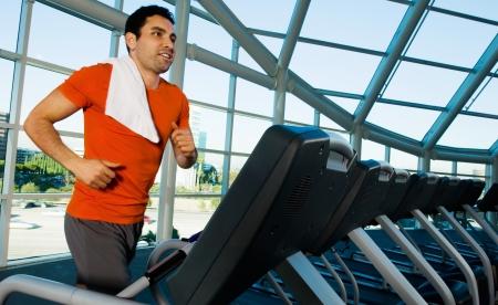 treadmill: Man running on treadmill in gymnasium LANG_EVOIMAGES
