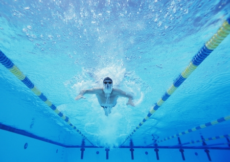 lane marker: Underwater shot of male swimmer swimming in pool