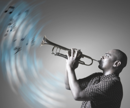 Man playing trumpet and making music Imagens