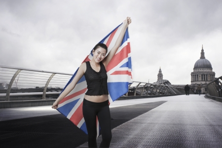 english ethnicity: Olympic competitor with Union Jack in front of St Pauls Cathedral in London LANG_EVOIMAGES