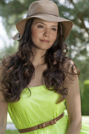 sunhat: Portrait of trendy young woman wearing sunhat in park LANG_EVOIMAGES