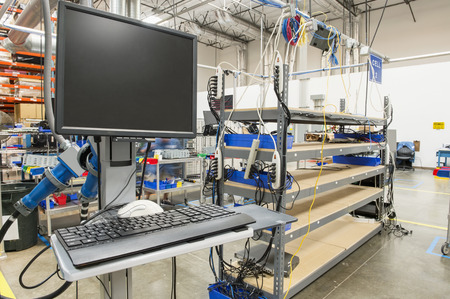 ordinateur de bureau: Ordinateur de bureau dans l'industrie manufacturi�re LANG_EVOIMAGES