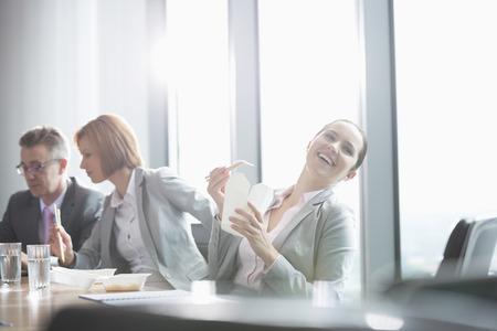 pause repas: Les gens d'affaires sur la pause d�jeuner LANG_EVOIMAGES