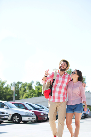 ���clear sky���: Happy couple walking on city street against clear sky LANG_EVOIMAGES