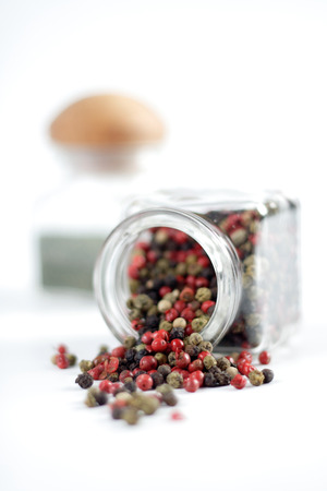 rouge et noir: Mixed pepper seeds of various colours red black green