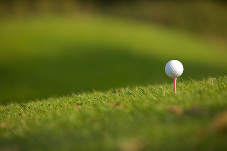 golf ball: Golf ball on tee LANG_EVOIMAGES