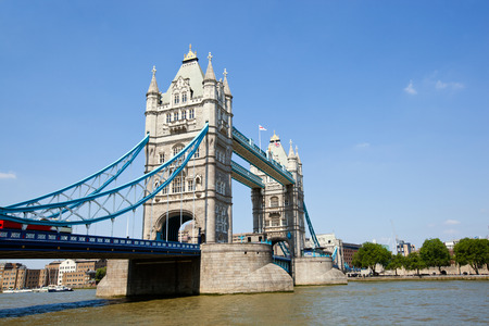 Tower Bridge in London LANG_EVOIMAGES