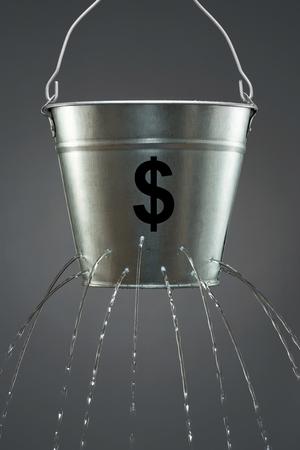 リーキーバケツト ドル 写真素材