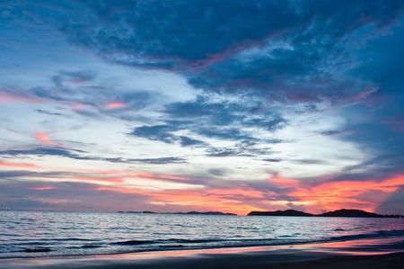 rayong: Sunset at Lammaepim Beach, Rayong, Thailand.