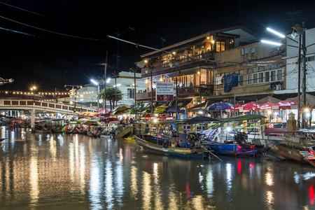 amphawa: AMPHAWA, THAILAND -Oct 3: Amphawa market canal, most famous floating market and cultural tourist destination on October 3, 2015 in Amphawa , Ratchaburi,Thailand.