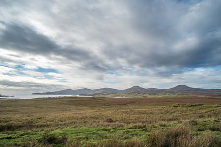 Scenic Landscape View of Mountain, Forest and Lake in Scottish Highlands. Banco de Imagens