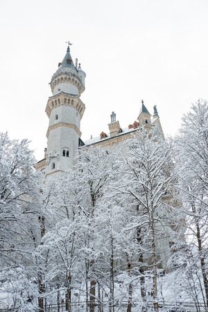 Neuschwanstein Castle in winter landscape. a nineteenth-century Romanesque Revival palace on a rugged hill above the village of Hohenschwangau near Füssen in southwest Bavaria, Germany. Banco de Imagens