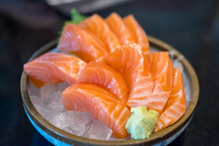 Salmon sashimi with vegetable and ice in a bowl, served in a restaurant 版權商用圖片