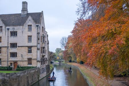 View of building and autumn leaves along river Cam in Cambridge, United Kingdom 写真素材