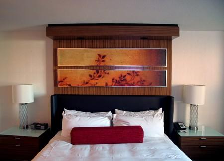 Ein Hotelzimmer Bett mit sauberen weißen Blatt Standard-Bild - 4154777