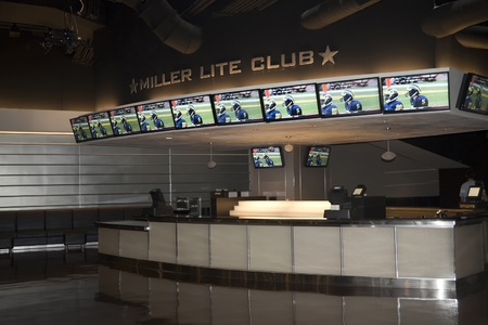 Arlington, TX - AUGUSTUS 2009: De VIP Miller Lite Club in Cowboys Stadium in Arlington, Texas op 12 augustus 2009