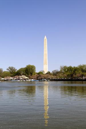 Washington Monument und das Tidal Basin in Washington DC Standard-Bild - 37925878