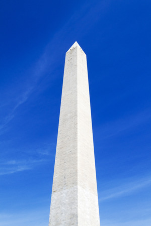 district of colombia: Washington Monument a Washington DC impennata nel cielo blu