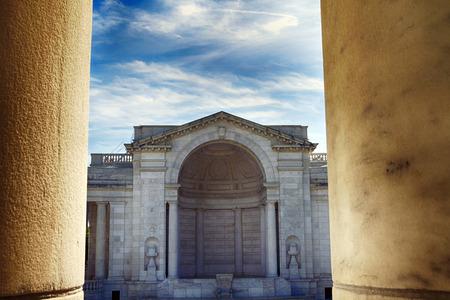 Das Amphitheater der Bühne für das Grab zu unbekannten Soldaten im Arlington-Kirchhof in Virginia, USA Standard-Bild - 43751494