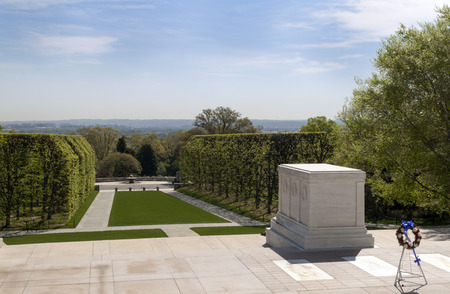 Das Grab zu unbekannten Soldaten im Arlington-Kirchhof in Virginia, USA Standard-Bild - 43751500